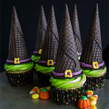 Easy Witch's Hat Cupcakes from The Crafting Foodie