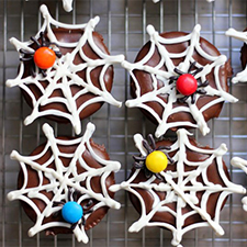 Spiders And Webs Cupcakes from Mom.Me