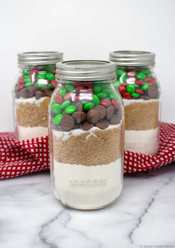 Christmas M&M's Cookies in a Jar - an uncomplicated, enjoyable, and delicious homemade Christmas gift.