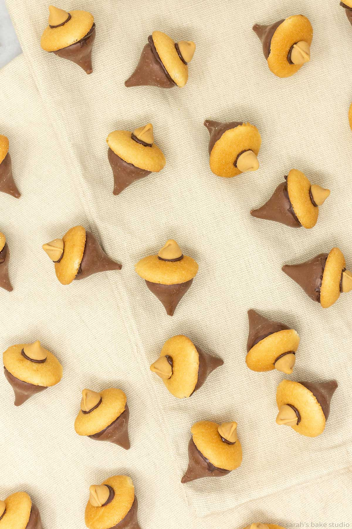 Chocolate Acorn Cookies - super easy and utterly adorable edible acorns made of chocolate, Hershey's Kisses, and mini vanilla wafer cookies; a perfect addition to your Thanksgiving desserts.